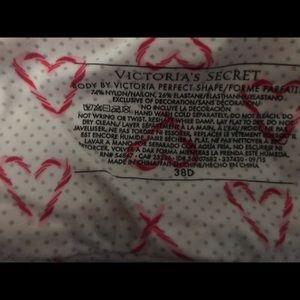 Victoria's Secret Intimates & Sleepwear - (Body) Victoria's Secret bra 38D